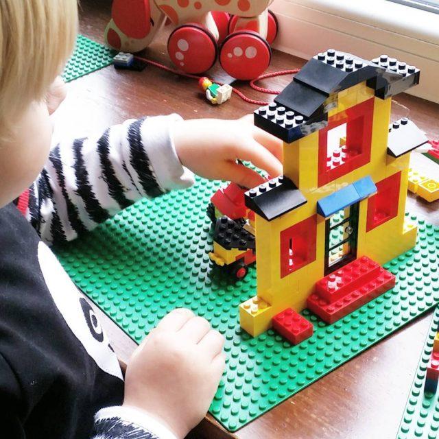 Groe Legoliebe hier und ganz klare Arbeitsteilung ich baue erhellip