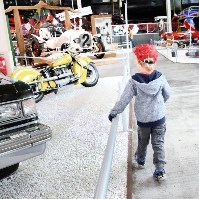 Kleiner Mann im TechnikHimmel!  Flugzeuge und Autos gucken einehellip